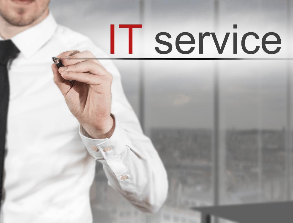 Mitarbeiter und Schriftzug IT-Service Ludwigsburg