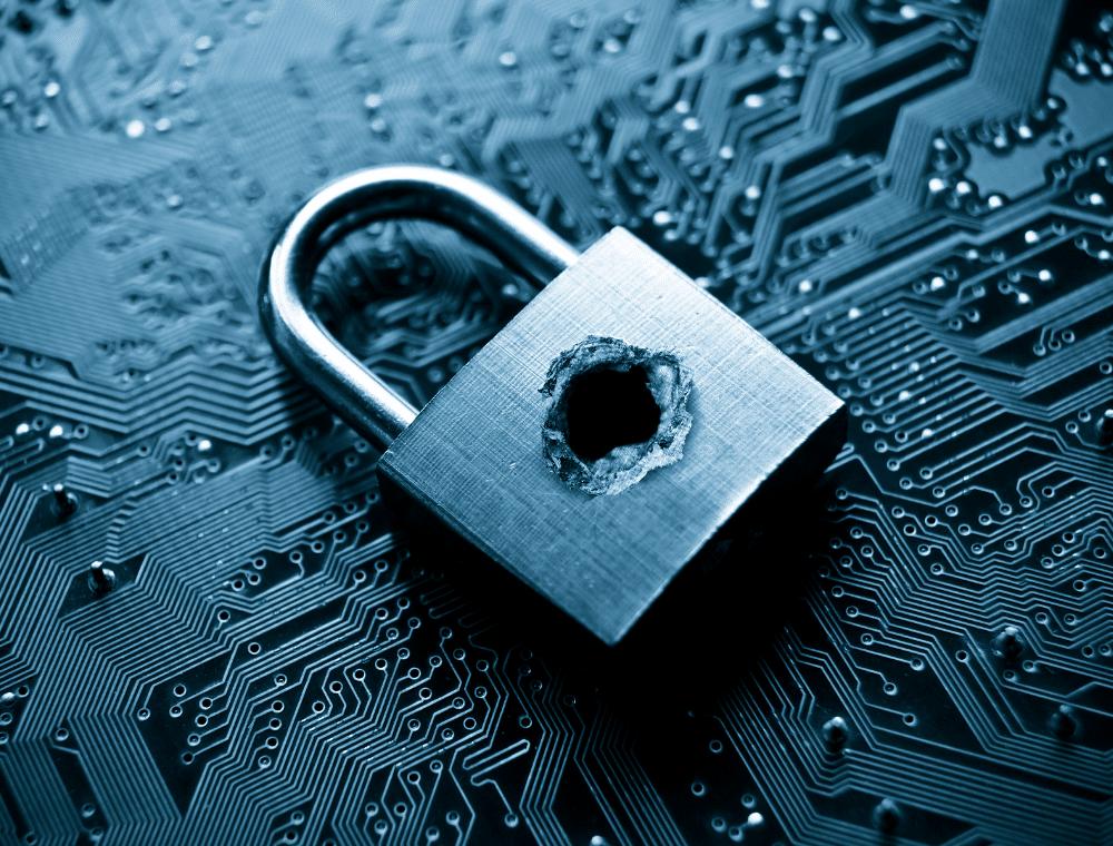 Schloss mit Loch zeigt Sicherheitslücke ohne Office 365 Backup.